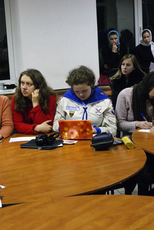 Во второй день Встречи был проведен круглый стол на тему «Семья глазами матушки», в котором приняли участие Марина Богомоллова и Ольга Хланта — супруги известных калужских священников